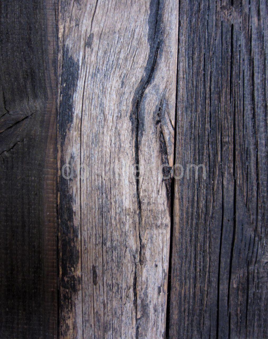 Стена из старой доски