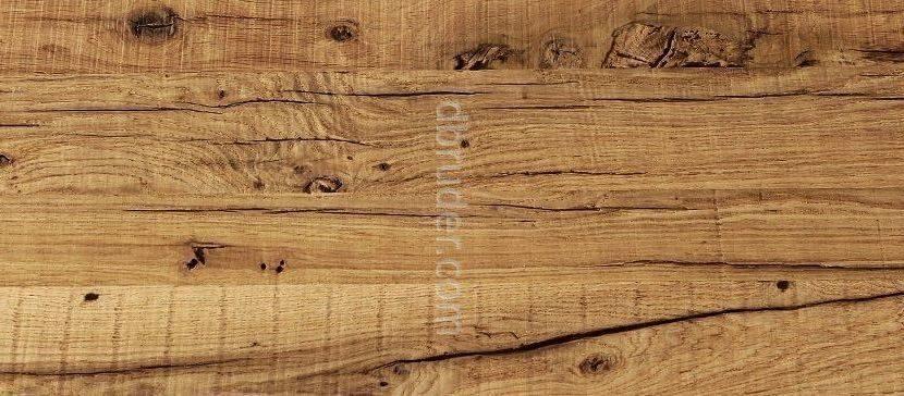 Старая дубовая доска из старых бревен