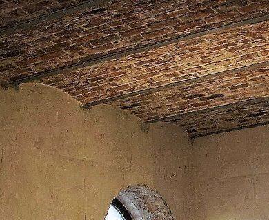 сводчатый кирпичный потолок ЛОФТ